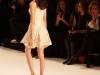 2012ete-elie-saab-robe-courte-paillettes-blanc-dos