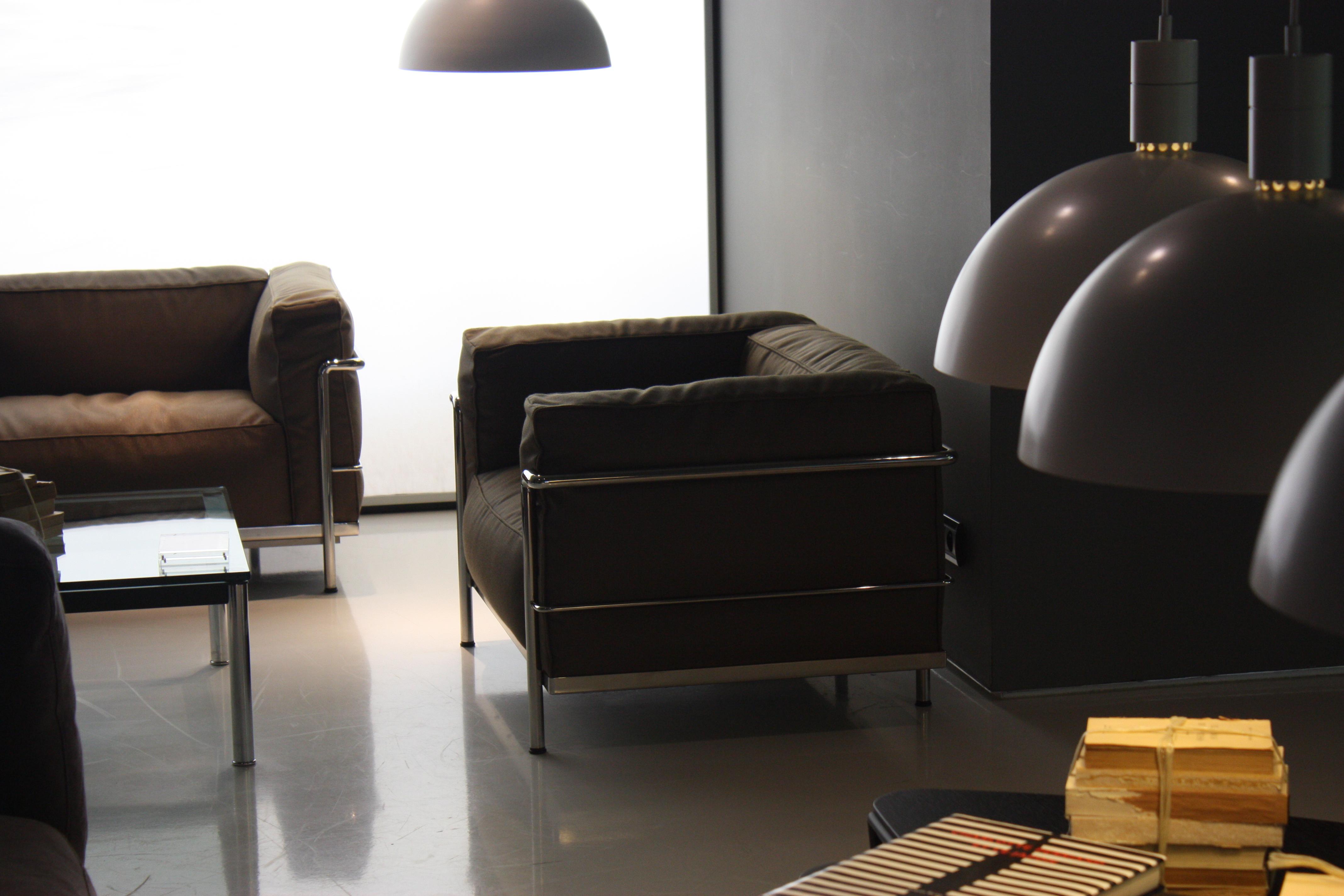 faureuil lc3 le corbusier occasion table de lit. Black Bedroom Furniture Sets. Home Design Ideas