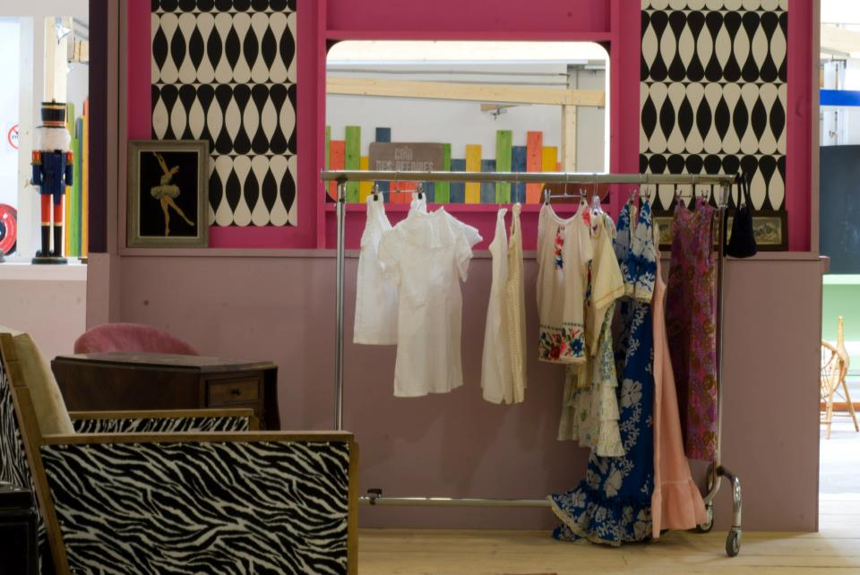 la solidarit s 39 expose chez emma s d fi pleaz. Black Bedroom Furniture Sets. Home Design Ideas
