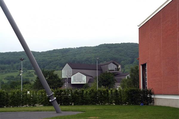 vitra-campus-herzog-demeuron-factory-siza