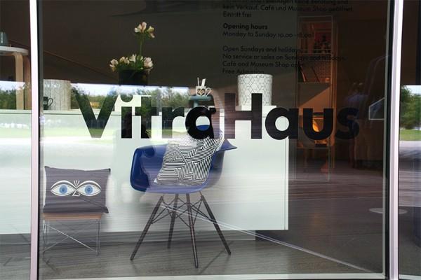 vitra-design-museum-vitrahaus-chaise-eames-shop