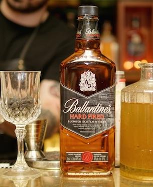 ballantines-brasil-fired-cocktail-whisky